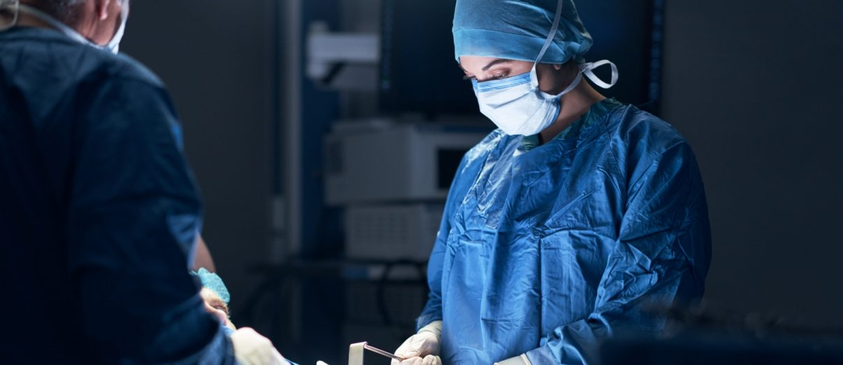 Medical-fellowship-doctor-being-mentored-while-performing-surgery